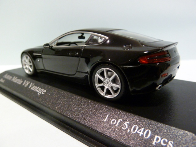 OVP stahlblaumetallic SOLIDO 1//43 Nr.130 Aston Martin Vantage