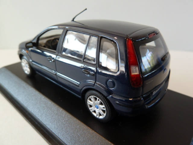 Ford Fusion 2001 blaumetallic Modellauto Minichamps 1:43
